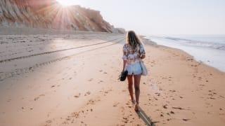 Spaziergang am Strand, Portugal