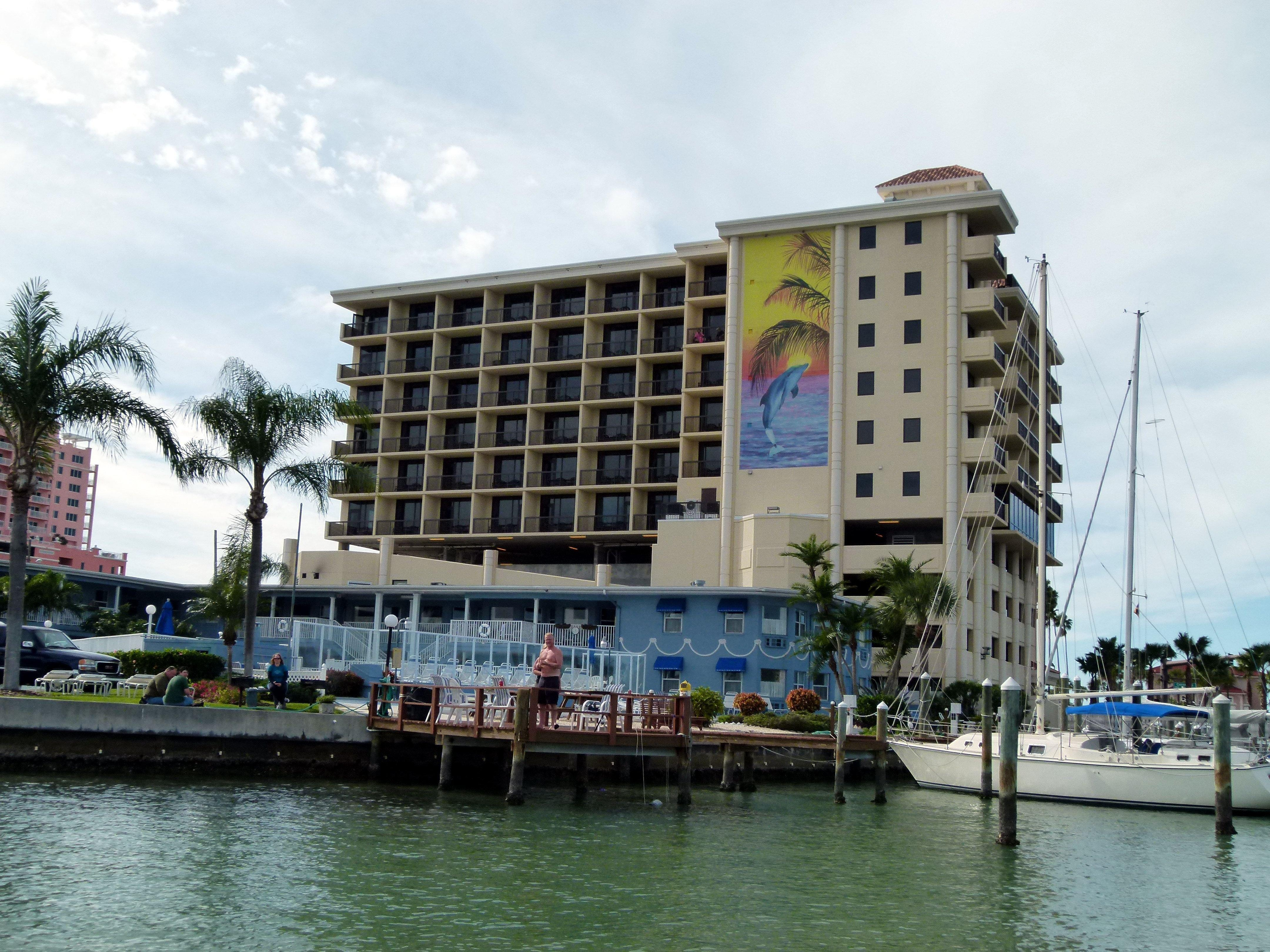 pier house 60 clearwater beach marina hotel in clearwater. Black Bedroom Furniture Sets. Home Design Ideas