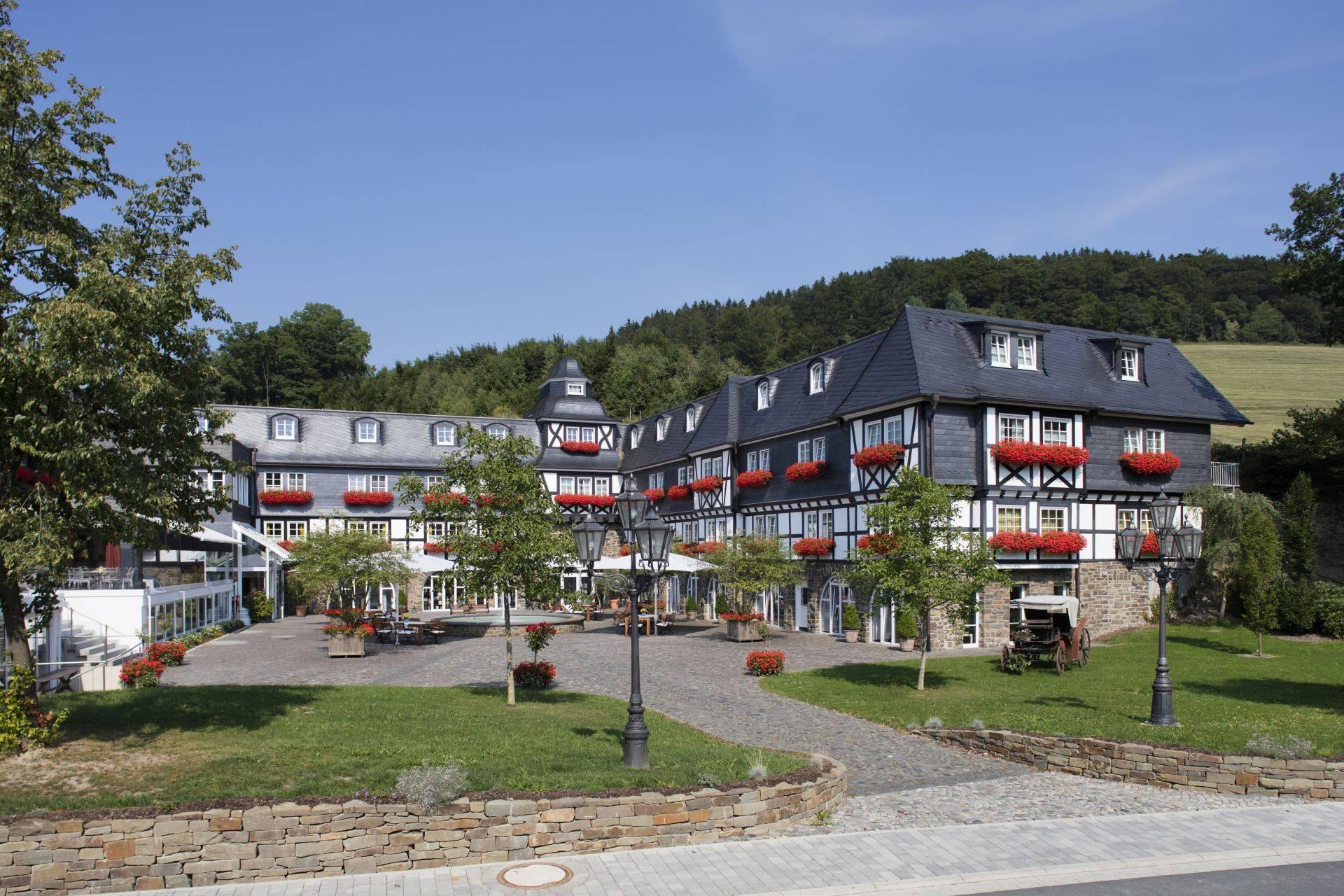 romantik wellnesshotel deimann in schmallenberg holidaycheck nordrhein westfalen deutschland. Black Bedroom Furniture Sets. Home Design Ideas