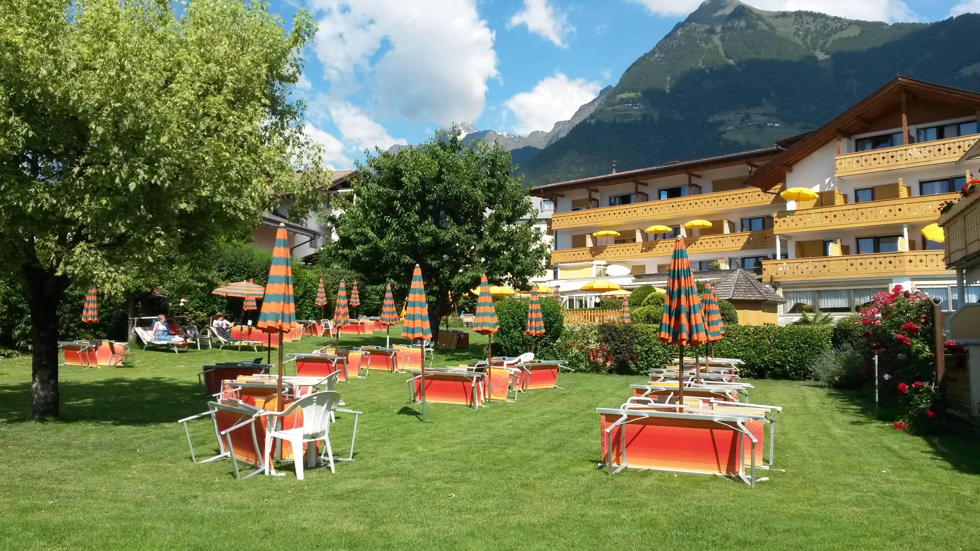Hotel laurin in tirolo dorf tirol holidaycheck for Design hotel dorf tirol