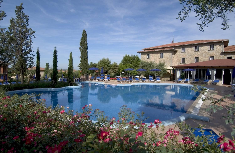 Villa paradiso village in passignano sul trasimeno for Mobili 82 tuoro sul trasimeno