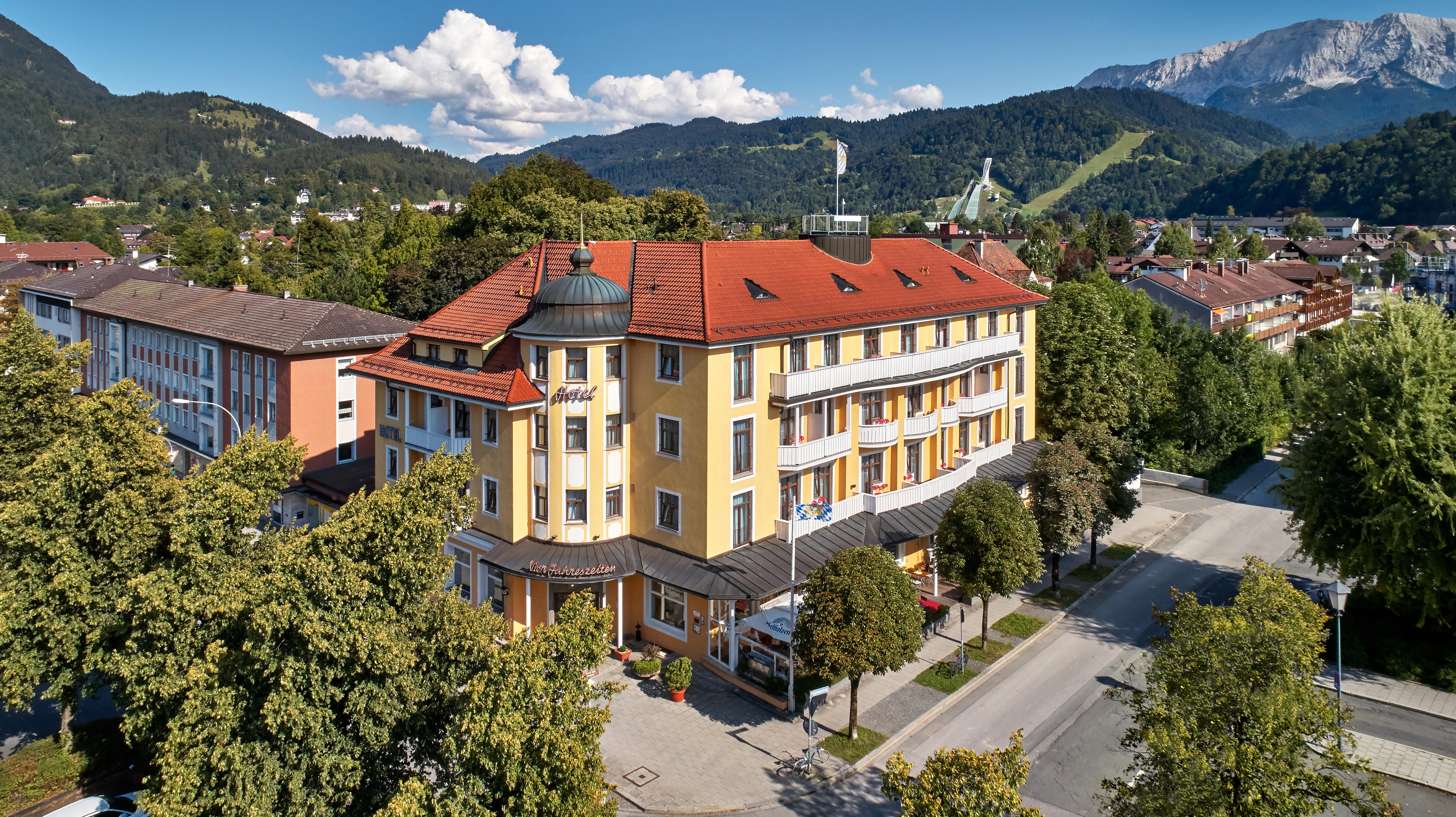 Hotel vier jahreszeiten garmisch partenkirchen in garmisch for Designhotel garmisch