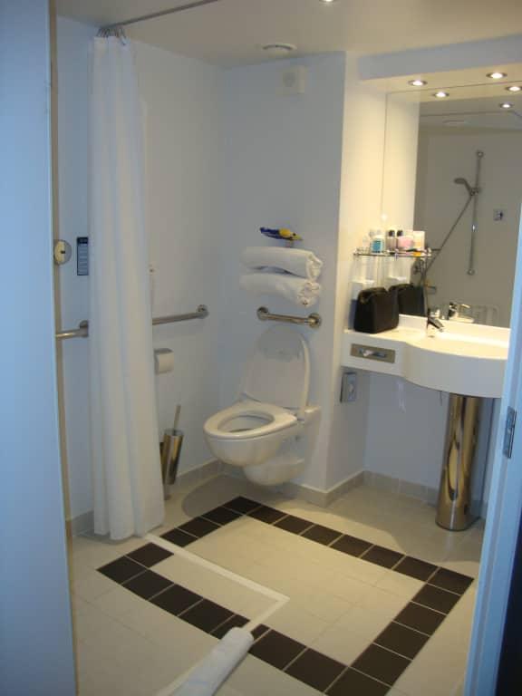 Grosses Badezimmer\
