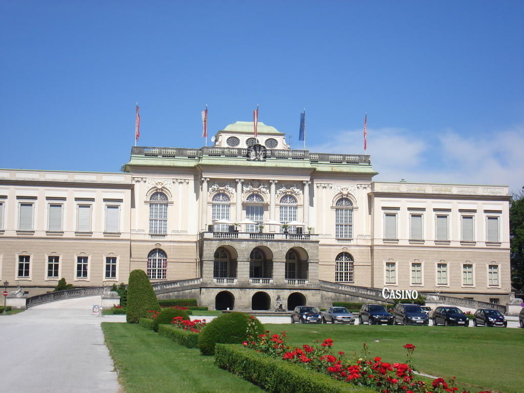 Schloss Kleßheim mit Casino - Wals-Siezenheim nahe Salzburg
