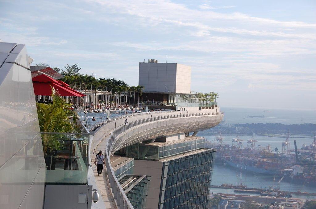 Bild aussicht vom skypark marina bay sands zu skypark marina bay sands in singapur - Singapur skyline pool ...