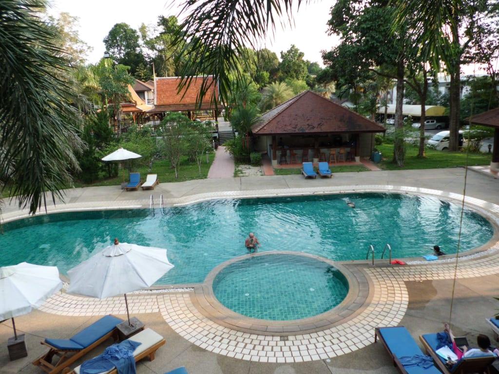 bild der kleine pool vom balkon aus zu hotel chang buri resort spa in white sand beach. Black Bedroom Furniture Sets. Home Design Ideas