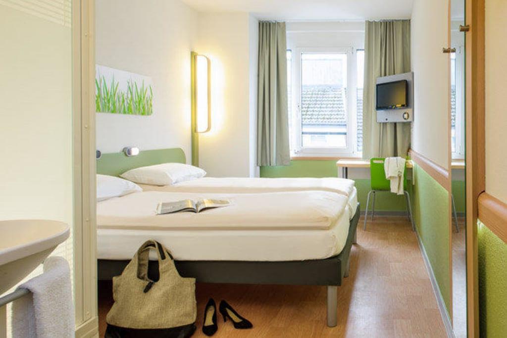Bild twinzimmer cocoon design zu ibis budget hotel for Designhotel aachen