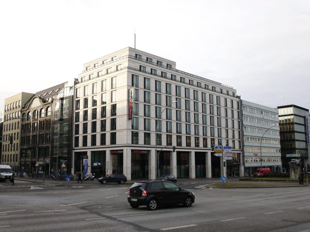 bild blick auf intercityhotel hamburg zu intercityhotel hamburg hauptbahnhof in hamburg. Black Bedroom Furniture Sets. Home Design Ideas