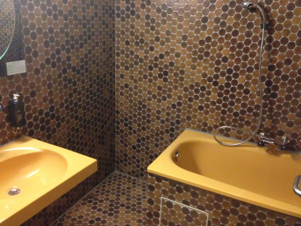 bild bad der 70er zu hotel rasthaus seligweiler in ulm. Black Bedroom Furniture Sets. Home Design Ideas