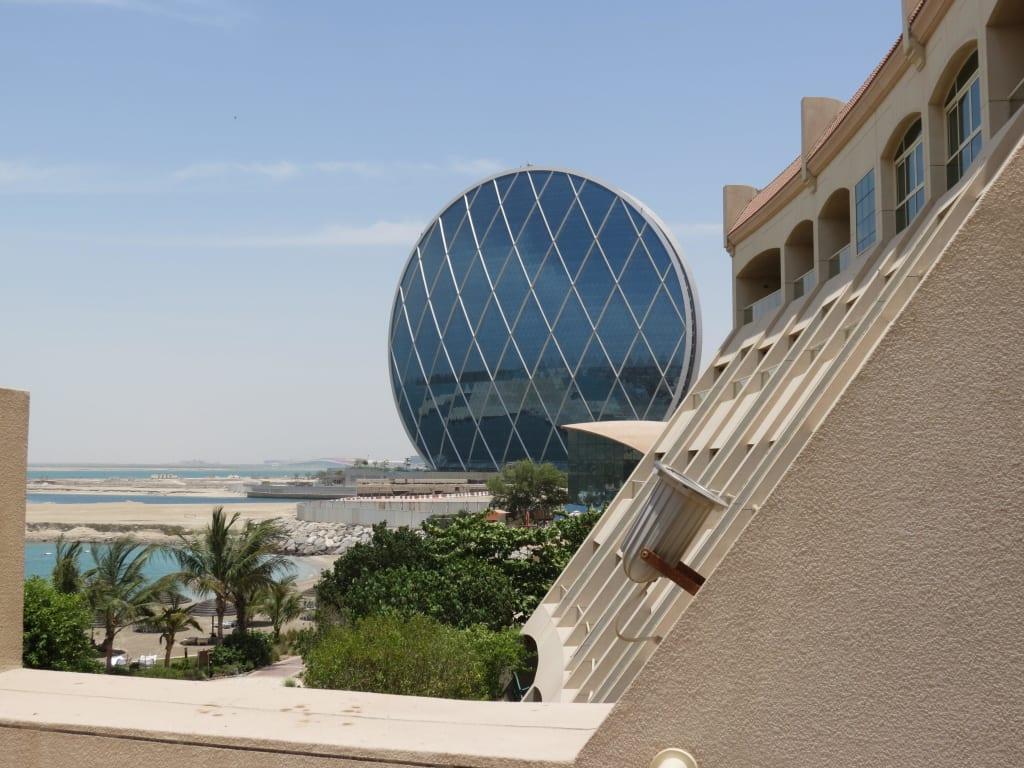 bild gr tes rundes geb ude der welt zu hotel al raha beach in abu dhabi. Black Bedroom Furniture Sets. Home Design Ideas