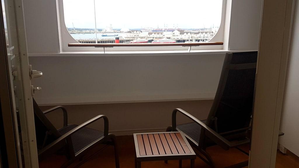 bild balkon loggia zu queen mary 2 in. Black Bedroom Furniture Sets. Home Design Ideas