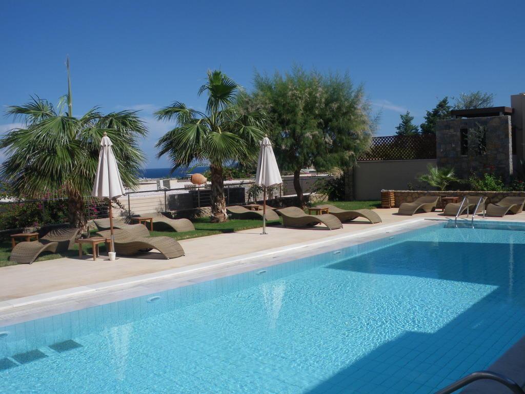 bild sharing pool zu ikaros beach luxury resort spa in. Black Bedroom Furniture Sets. Home Design Ideas
