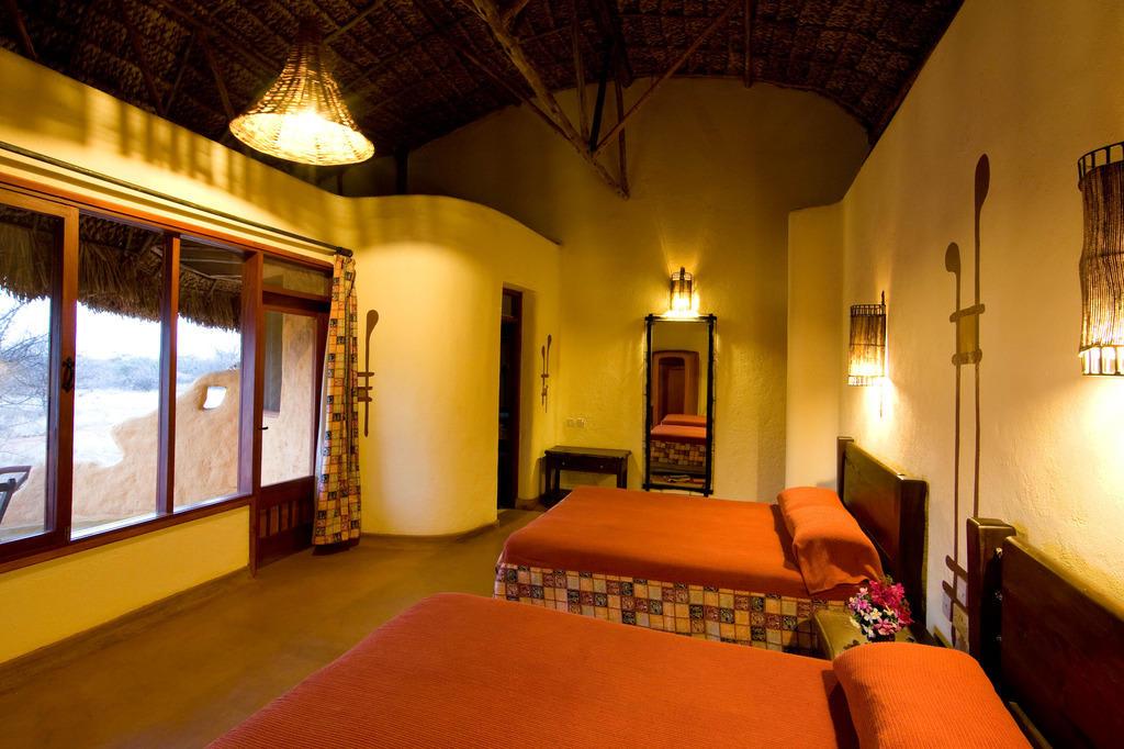 """Bild """"Bungalow Inneneinrichtung - super!"""" zu Samburu Sopa Lodge in ..."""