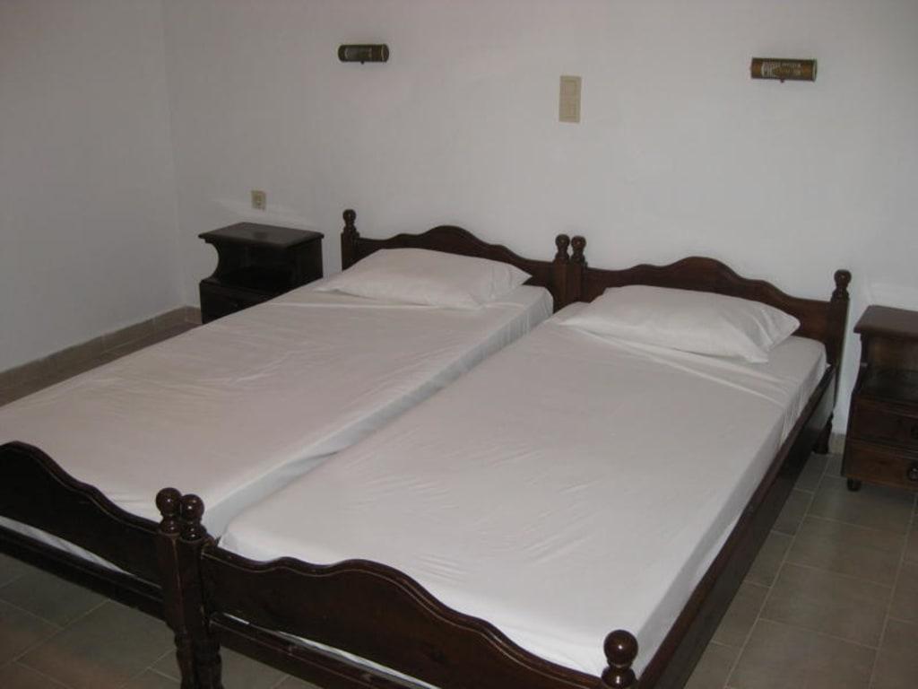 bild hier kann man gut schlafen zu hotel ampelaki in paleokastritsa. Black Bedroom Furniture Sets. Home Design Ideas