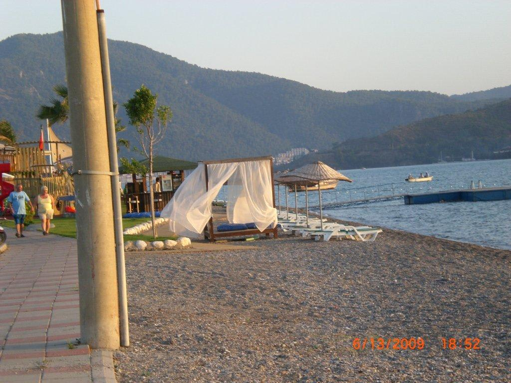 Bild Hier Kann Man Ein Bett Am Strand Mieten Zu Strand Fethiye In