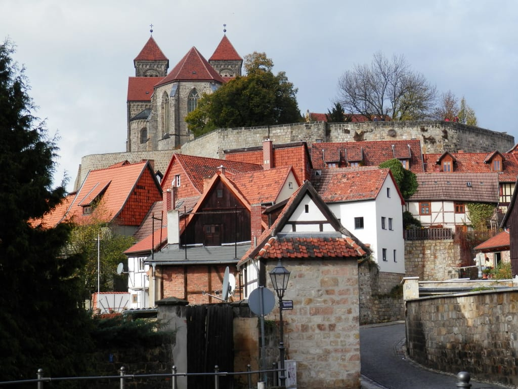 bild schloss quedlinburg zu schlossberg quedlinburg in quedlinburg. Black Bedroom Furniture Sets. Home Design Ideas