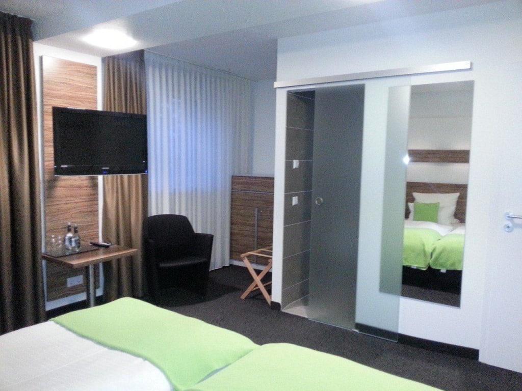 Moderne zimmereinrichtung bilder zimmer hotel geno - Moderne zimmereinrichtung ...