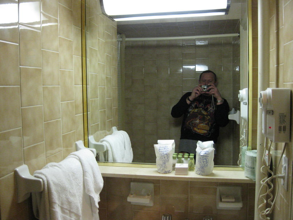 bild badezimmer ablage waschbecken zu hotel wellington