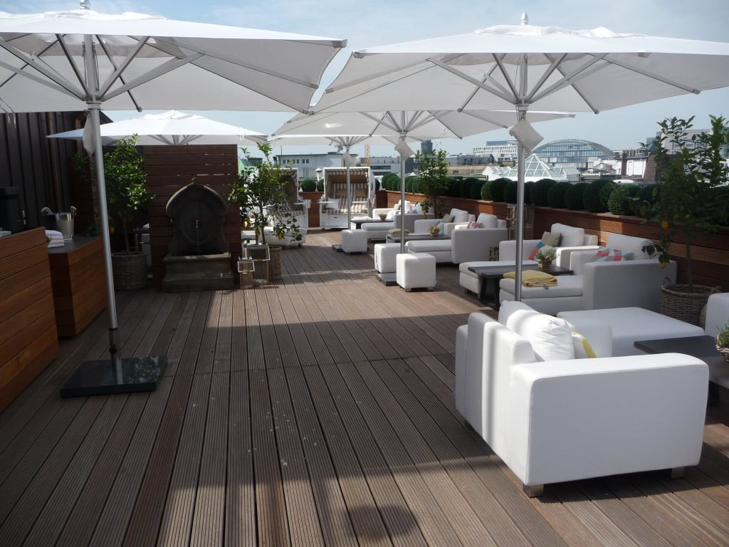 bild neue dachterrasse zu fairmont hotel vier jahreszeiten in hamburg. Black Bedroom Furniture Sets. Home Design Ideas