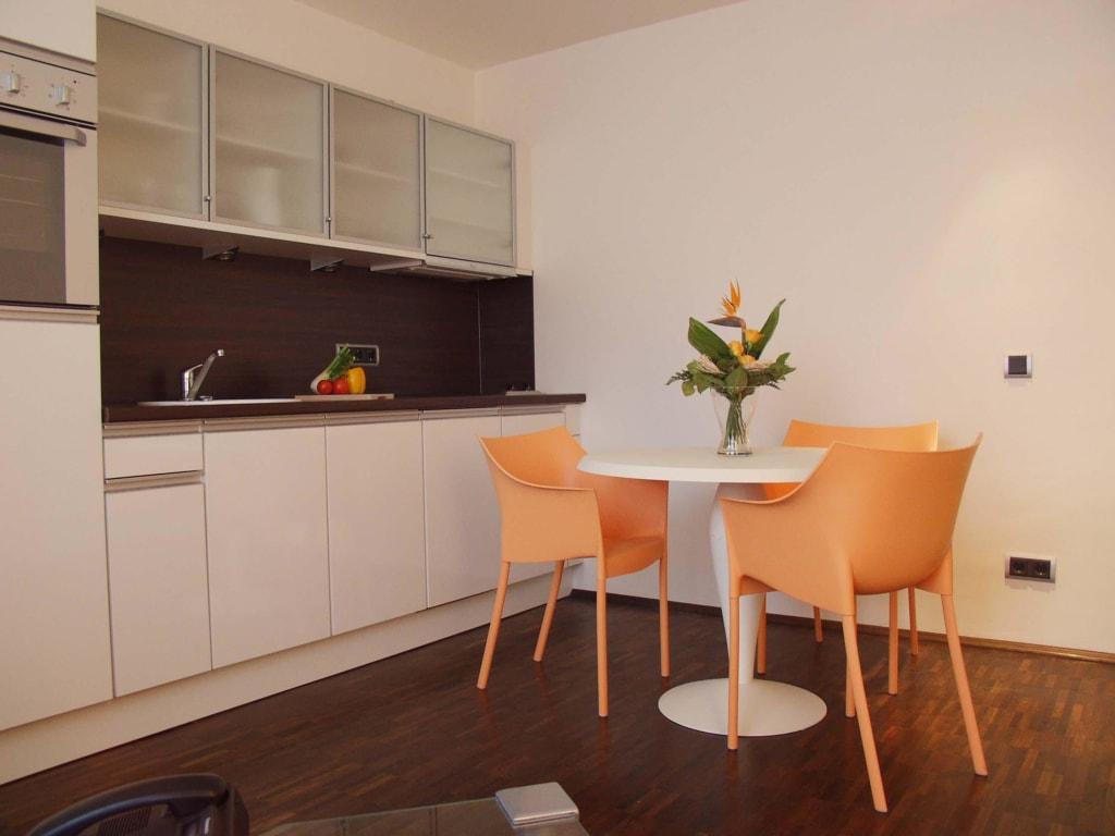 bild k che im gartenstudio zu hotel domicil in aachen. Black Bedroom Furniture Sets. Home Design Ideas