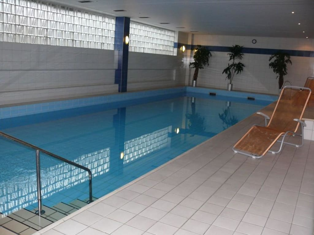 Schwimmbad bad homburg seedammbad bad homburg tuberides for Design hotel taunus