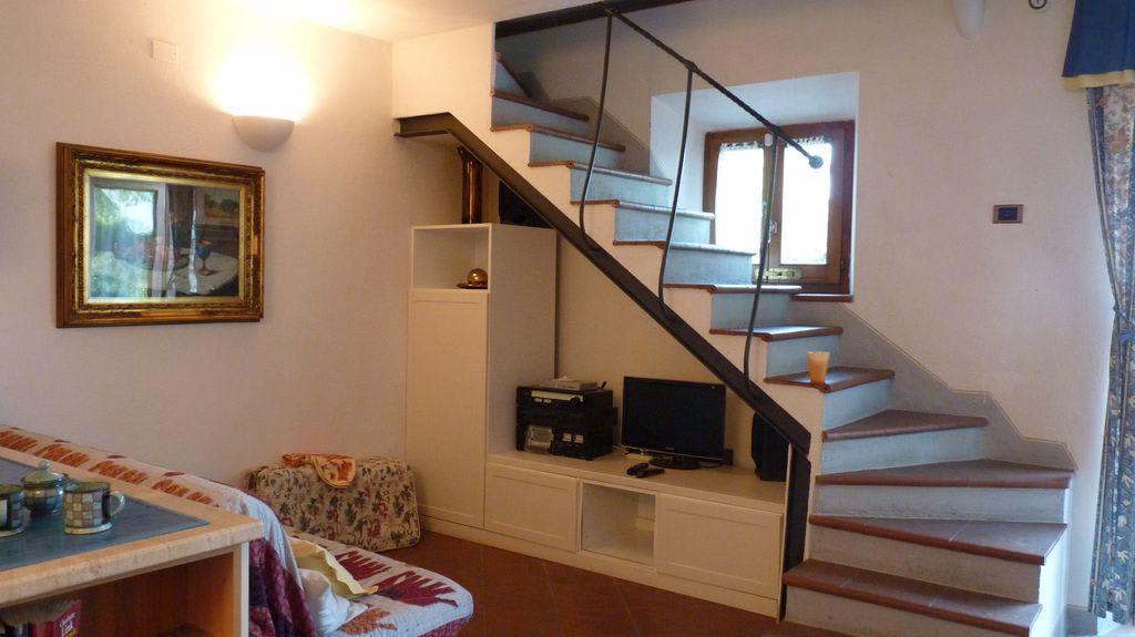 treppe wohnzimmer:Wohnzimmer Mit Treppe Nach Oben Bilder Zimmer Ferienwohnungen Rocca