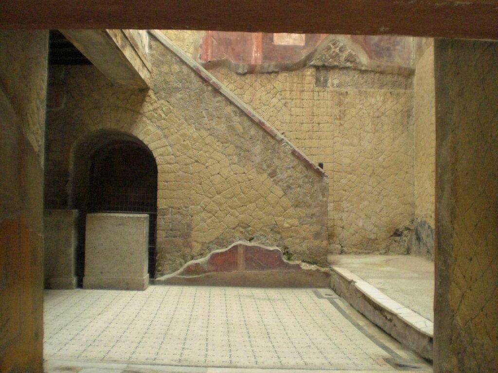 Bild casa del bel cortile zu ercolano scavi in ercolano for Piani casa del cortile