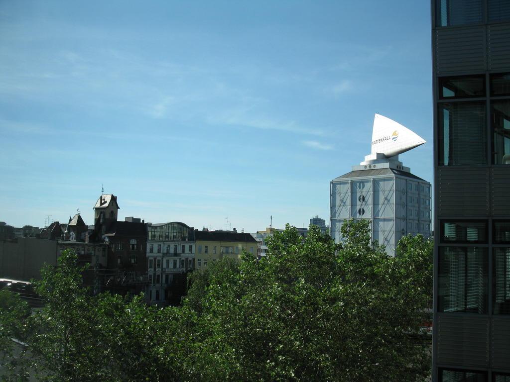 bild vattenfall zu lindner hotel am kudamm in berlin. Black Bedroom Furniture Sets. Home Design Ideas