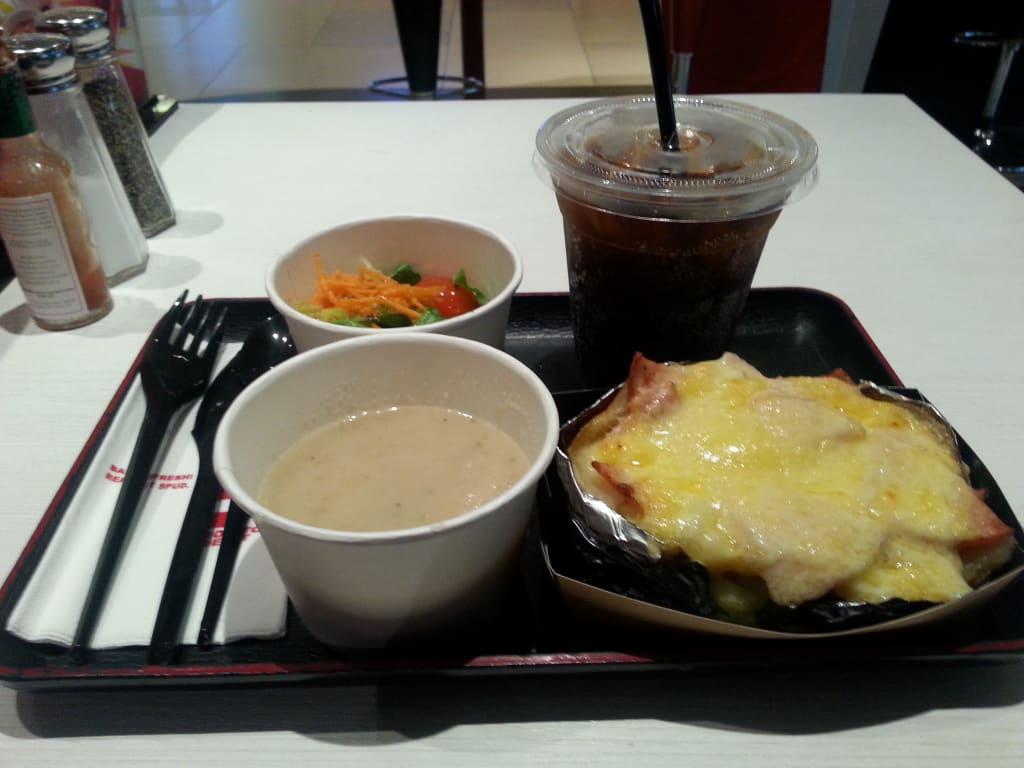Bild essen im lokal zu restaurant potato depot in singapur for Das depot essen