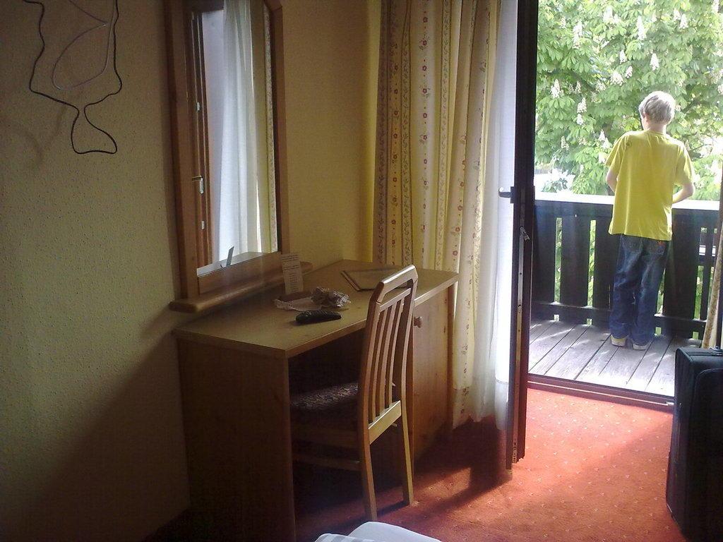 bild sch ne einrichtung zu hotel der dolomitenhof in. Black Bedroom Furniture Sets. Home Design Ideas