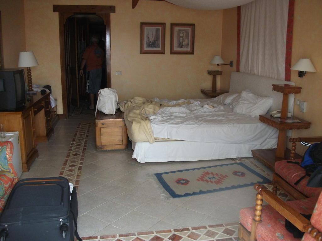 bild zimmer zu hotel grand resort in hurghada. Black Bedroom Furniture Sets. Home Design Ideas