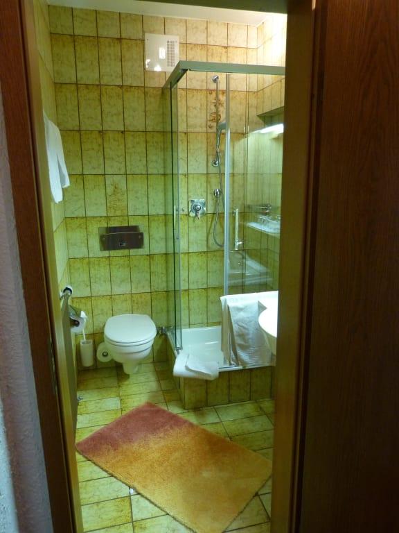bild das rustikale badezimmer zu kurhotel eichinger in. Black Bedroom Furniture Sets. Home Design Ideas