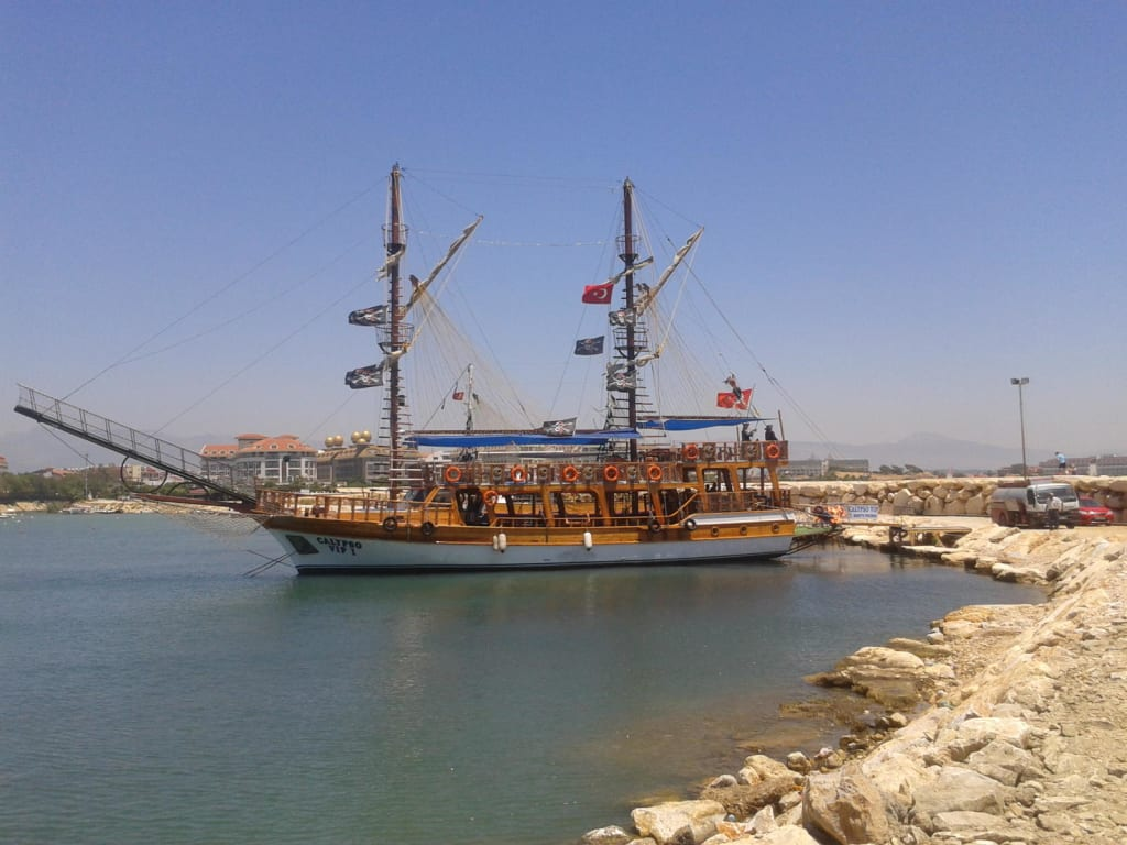 Bild Quot Piratenboot Quot Zu Hafen Evrenseki In Evrenseki