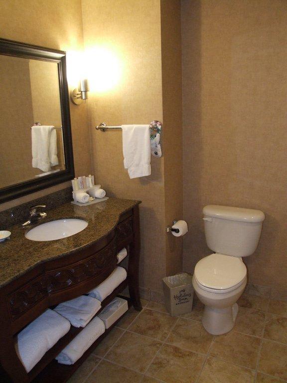 Im Badezimmer Badezimmer In Blau Und Beige Wohnen Garten Pictures to ...