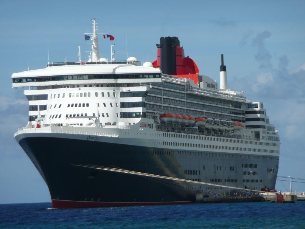 Bild auf dock in curacao willemstad zu queen mary 2 in for Garderobe queen mary 2