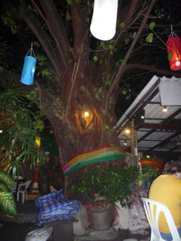 Bild Hinterhof Zu Ranee S Restaurant In Bangkok