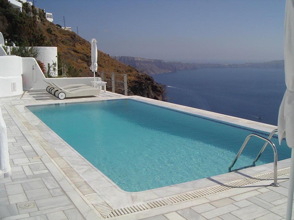 bild infinity pool zu hotel homeric poems in firostefani. Black Bedroom Furniture Sets. Home Design Ideas