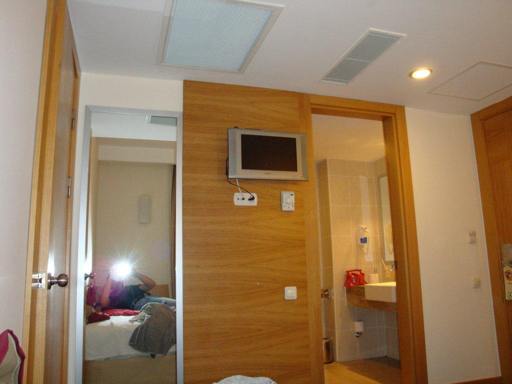 Gallery of Fernseher An Der Wand Im Schlafzimmer :