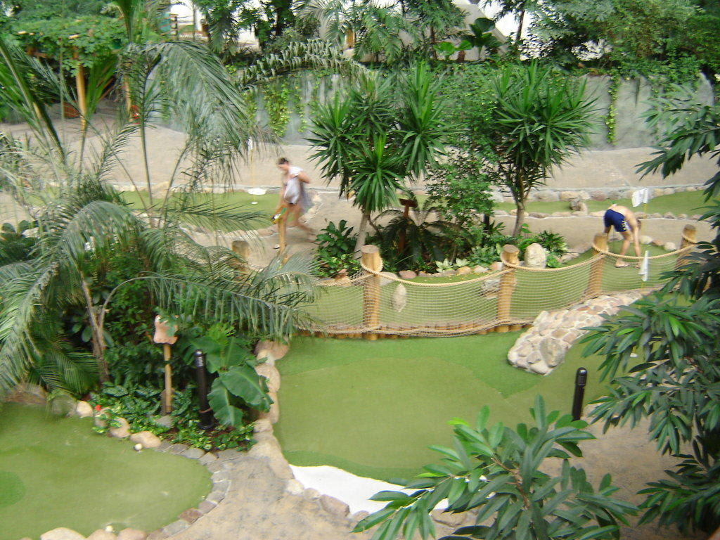 minigolf tropical island