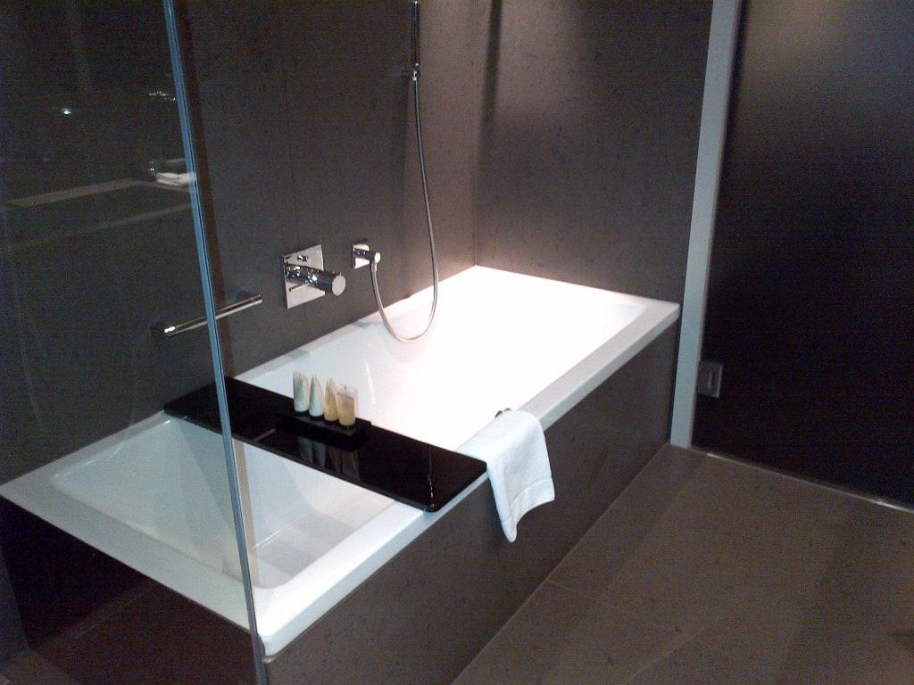 bild dusche und badewanne welch ein luxus zu grischa das hotel davos in davos. Black Bedroom Furniture Sets. Home Design Ideas
