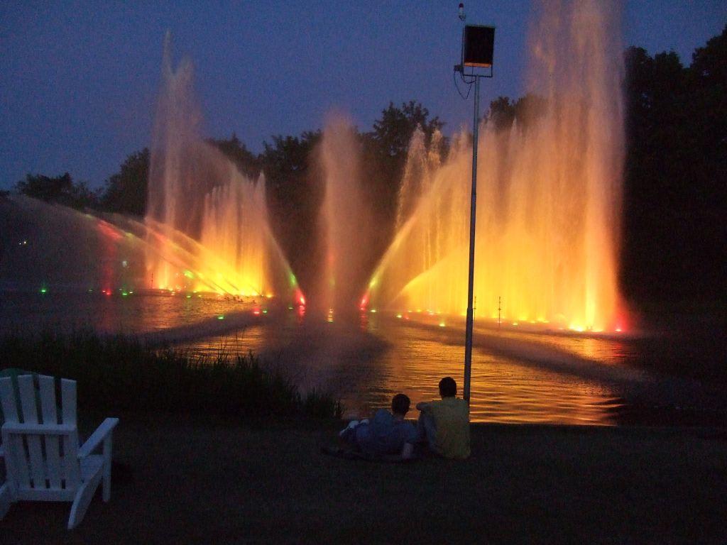 Bild Wasserspiele im Park Planten un Blomen zu