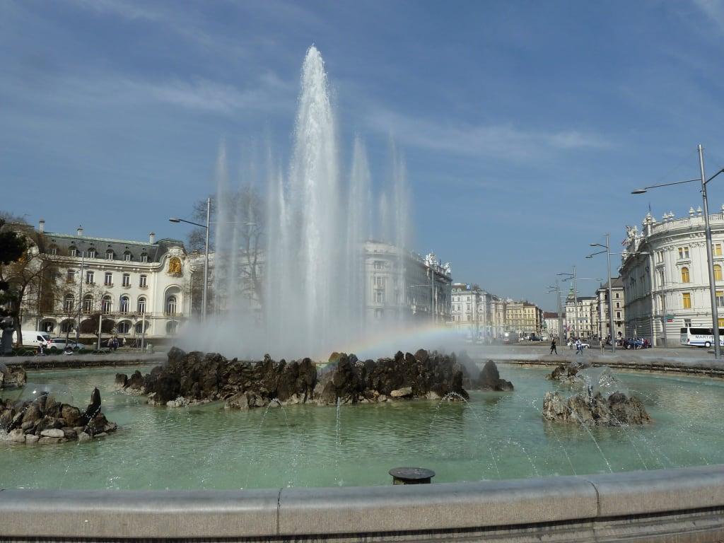 Bild Hochstrahlbrunnen Mit Schwarzenbergplatz Zu