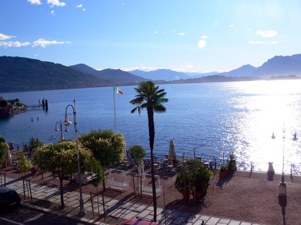 Bild blick auf den lago maggiore zu hotel beau rivage in for Designhotel lago maggiore