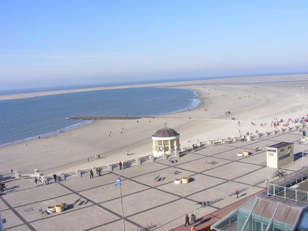Bild blick auf den strand zu nordsee hotel in borkum for Designhotel nordsee