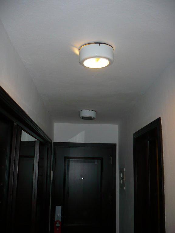 bild zwei lampen im flur findet den fehler zu sirenis cocotal beach resort casino. Black Bedroom Furniture Sets. Home Design Ideas