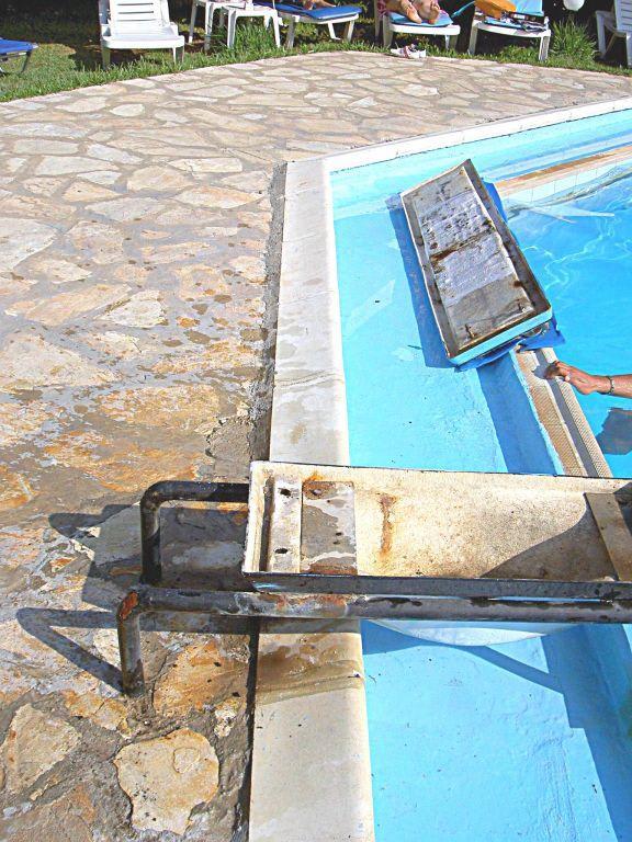 bild sprungbrett am pool zu hotel corfu village in agios ioannis. Black Bedroom Furniture Sets. Home Design Ideas