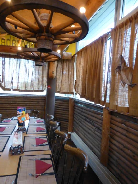 """Bild """"Schickes Restaurant"""" zu Country & Western Lokal ..."""