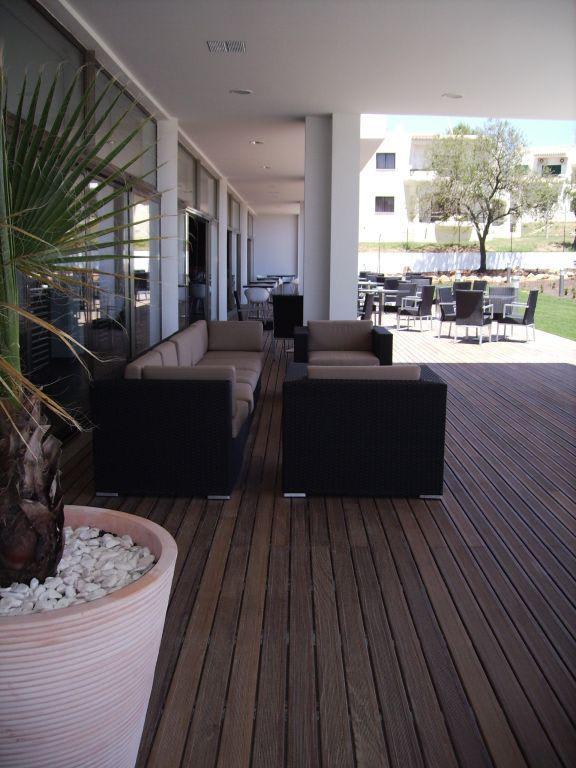 bild sitzgruppe terrasse zu luna alvor village in alvor. Black Bedroom Furniture Sets. Home Design Ideas
