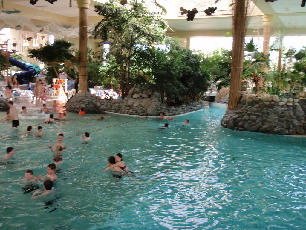 Bild schwimmbad zu center parcs park hochsauerland in for Schwimmbad billig