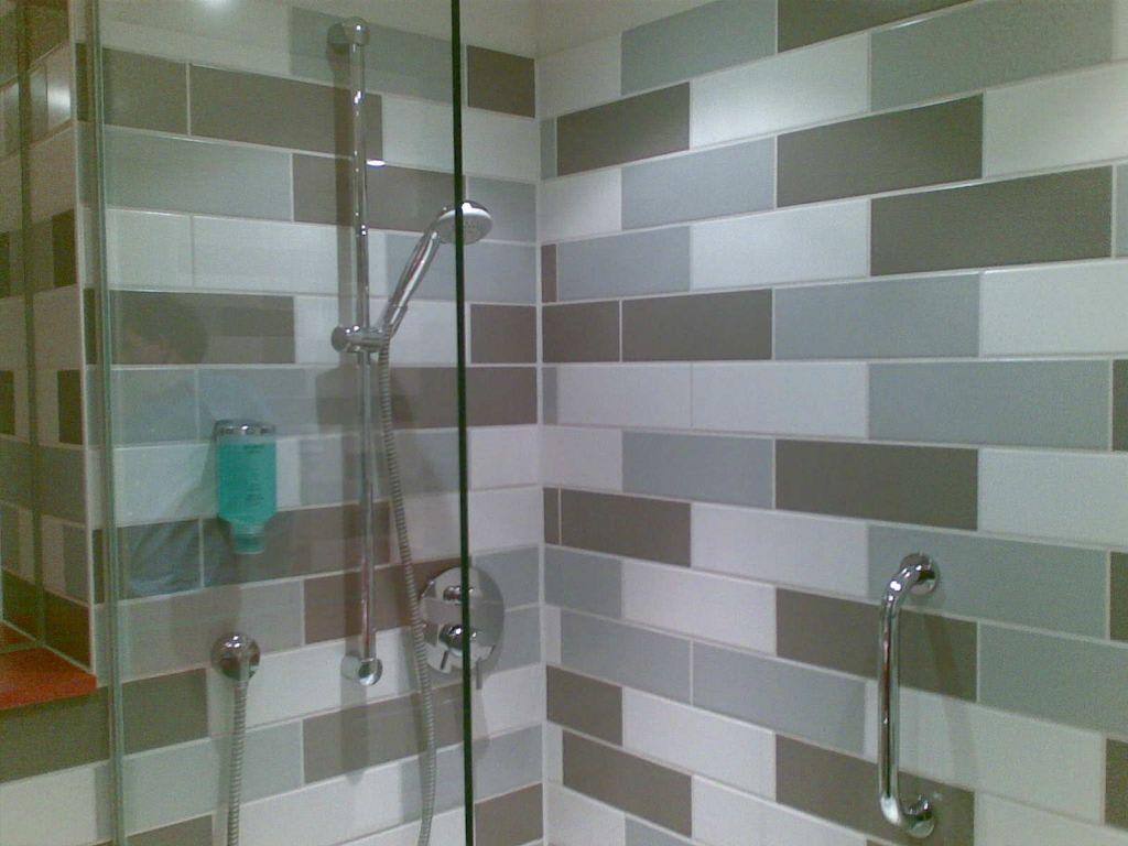 bild glaswand auf der badewanne zu atlantic hotel galopprennbahn in bremen. Black Bedroom Furniture Sets. Home Design Ideas